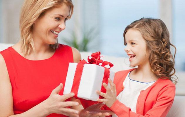 Что может подарить дочь на день рождения мамы?