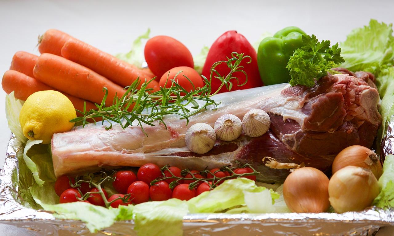 Красное мясо и овощи, содержащие цинк