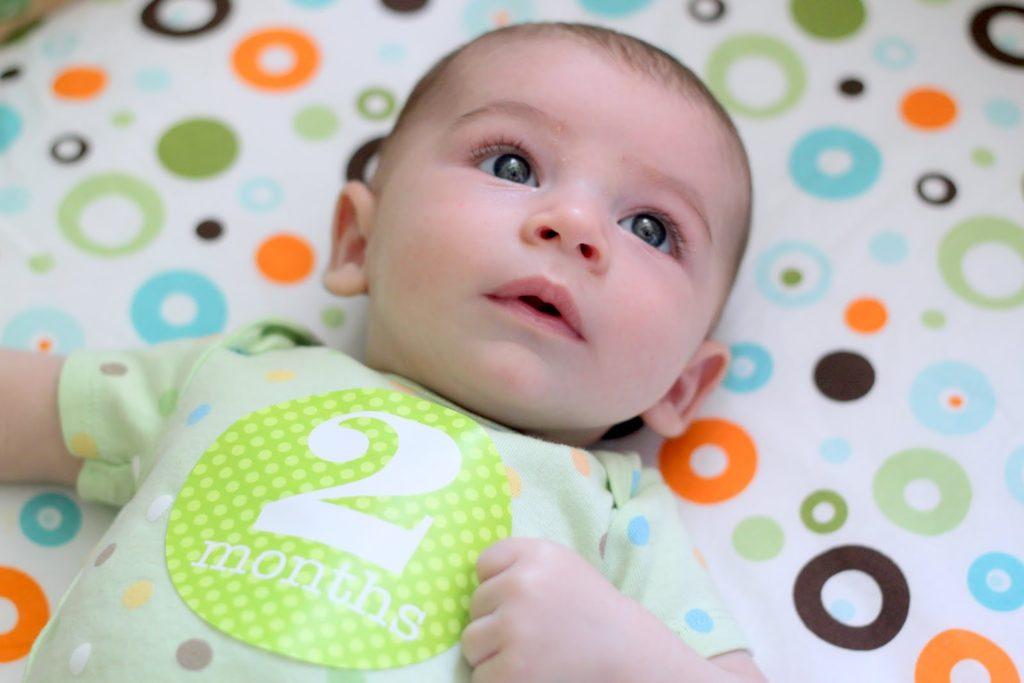 Игры для развития малыша в возрасте 2 месяца