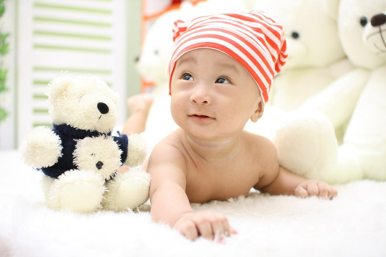 Польза выкладывания ребенка на живот